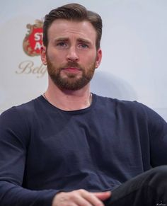 Find images and videos about sexy, actor and chris evans on We Heart It - the app to get lost in what you love. Robert Evans, Capitan America Chris Evans, Chris Evans Captain America, Capt America, Christopher Evans, Steve Rogers, Scarlet, Zeina, Jeremy Renner