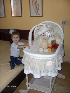 A to je pro mě, mami? Bassinet, Bed, Furniture, Home Decor, Homemade Home Decor, Crib, Stream Bed, Home Furnishings, Cot