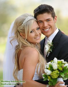 Best wedding hairstyles with veil half up fun 25 ideas Wedding Picture Poses, Wedding Photography Poses, Wedding Poses, Wedding Shoot, Wedding Couples, Wedding Portraits, Wedding Pictures, Wedding Veils, Wedding Albums