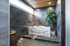 Cool space for bath tub
