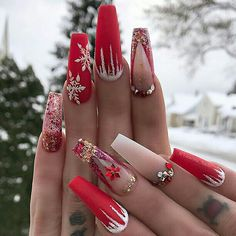 Here are the best Christmas acrylic nails designs, cute Christmas nails and red Christmas nails 2018 that We've Cherry Picked, to act as an inspiration for you! Chistmas Nails, Cute Christmas Nails, Christmas Nail Art Designs, Xmas Nails, Winter Nail Designs, Holiday Nails, Red Nails, Christmas Glitter, Christmas Acrylic Nails