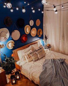 """Wnętrzności - wnętrza i życie na Instagramie: """"Dobry wieczór! Są tutaj z nami kapeluszomianiacy (a raczej - maniaczki)? 🕵️♂️👩🌾 Do u like hats? #wnetrznosci #sypialnia #schlafzimmer…"""" Girl House, Bedroom, Home Decor, House, Decoration Home, Room Decor, Bedrooms, Home Interior Design, Dorm Room"""