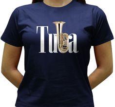 Camiseta estampada com a imagem de uma Tuba Sinfônica como o b da palavra.