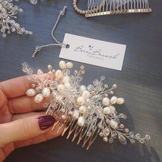 Нежная милашка с речным жемчугом и маленькими кофейными бусинами   #weddinghair #weddingaccessories #bridalheadpiece #weddingdress #haircomb