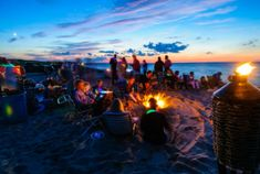 13 reasons travelling ruins you for life College Aesthetic, Beach Aesthetic, Beach At Night, Beach Day, Luau, Summer Beach Party, Pink Summer, Summer Time, Colleges In Florida