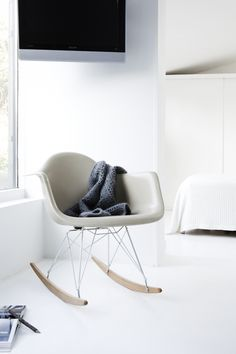 NORM.ARCHITECTS (Ambassadører) | BO BEDRE - Love the shade of this (Vintage?) Eames against all the white!