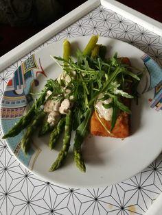 Hal zöldspárgával, gombás sajtos szósszal.