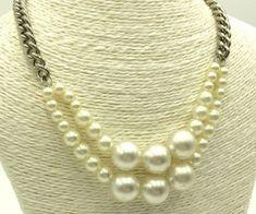 Curso gratis de bisuteria: Aprende hacer collar de perlas muy fácil paso a paso Diy Recycle, Pearl Necklace, Pearls, Etsy, Trending Outfits, Unique Jewelry, Handmade Gifts, Chanel, Vintage