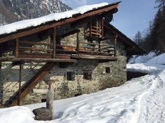 Off the beaten tracks on the Italian side of Zermatt. Leoloveszermatt. 13.03.15
