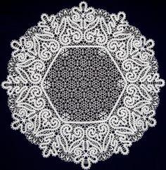 Красивые кружевные салфетки для сервировки стола. Bobbin Lace Patterns, Bruges, Simple Art, Lace Knitting, Symbols, Crafts, Lace, Irish Crochet, Bobbin Lace