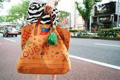 Brand:LOUIS VUITTON  More photo at:  http://www.fashionsnap.com/streetsnap/2012-08-23/18970/#