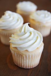cupcake intro - How to frost them, fill the frosting bag, etc - the most informative blog I've found on how to do this!