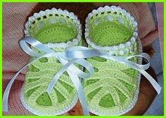 Sandales vertes pour bébé et ses grilles gratuites !