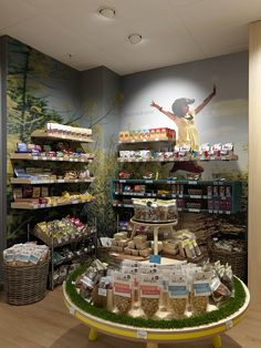 Design showcase: NutriCentre seeks to disrupt health retail with new store design - Retail Design World Health Food Shops, Health Shop, Pharmacy Design, Retail Design, Health Breakfast, Breakfast For Kids, Healthy Food Store, Food Concept, Food Backgrounds
