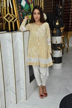 We caught up with multi talented girl Alisha Hashmi this past weekend; Simple Pakistani Dresses, Pakistani Fashion Casual, Pakistani Dress Design, Pakistani Outfits, Simple Dresses, Casual Dresses, Simple Kurti Designs, Salwar Designs, Kurta Designs Women