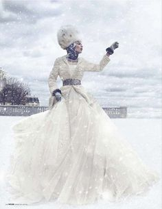 Фотосессия «Русские сезоны» с Мадлен де ла Мотте в Tatler Russia декабрь 2011