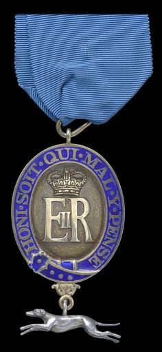 Queen's Messenger Badge, E.II.R. issue, hallmarks for London 1964, by Garrard, London, attributed to Captain D. V. Warmsley, Royal Artillery. Obv.
