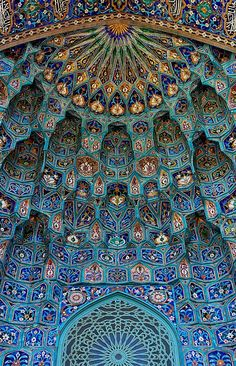 Saint Petersburg Mosque. Maiolica of portal, in the form of Muqarnas. The original photo was taken on August 4, 2011.