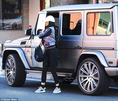 Kendall and Kylie Jenner wear tight yoga pants as they shop #dailymail