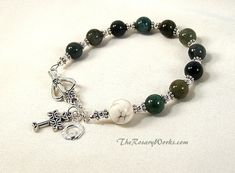 Irish Rosary Bracelet Chaplet Celtic Claddagh Green Agate White Prayer Beads Miraculous Medal St The Mom Jewelry, Cheap Jewelry, Jewelry Gifts, Jewelry Ideas, Jewlery, Rosary Bracelet, Beaded Bracelets, Beaded Jewelry, Claddagh Symbol