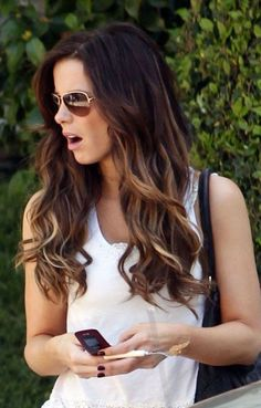 Love! I usually think ombre hair is disgusting. But this sort of ombre is actually quite attractive. Kate Beckinsale :)