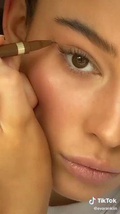 nose contour tutorial small nose easy makeup makeup tutorial makeup tips tiktok womens fashion makeup inspo natural makeup eyeliner tutorial simple pretty girl Makeup Tutorial Eyeliner, Makeup Looks Tutorial, Natural Eyeliner Tutorial, Natural Makeup Tutorials, Natural Everyday Makeup, Natural Makeup Looks, Easy Makeup, Simple Makeup, Colorful Makeup