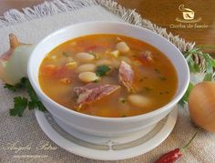 Ciorba de fasole Romanian Food, Romanian Recipes, Tasty, Yummy Food, Pastry Cake, Eating Well, Cheeseburger Chowder, Food Videos, Soup Recipes
