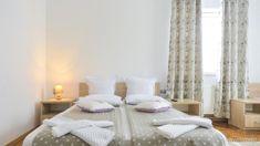 Pensiunea Verona Centru Cluj-Napoca — Travelminit.ro Verona, Bed, Furniture, Home Decor, Decoration Home, Stream Bed, Room Decor, Home Furnishings, Beds