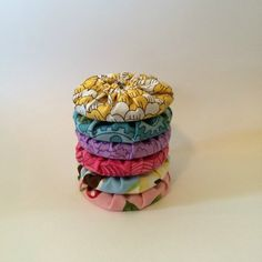 This is a guide about making yo yo pattern weights. Rather than pinning their pattern pieces to the fabric some crafters prefer to use pattern weights. Fabric Crafts, Sewing Crafts, Sewing Projects, Pattern Weights, Fabric Weights, Quilt Size Charts, Yo Yo Quilt, Coin Couture, Sewing Hacks