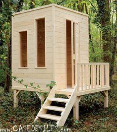 Modern design little wood outdoor playhouse. Maisonnette bois : Casedesîles. #outdoorplayhouseideas #buildachildrensplayhouse