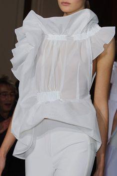 Viktor & Rolf at Paris Fashion Week Spring 2015 All Black Fashion, All Black Outfit, High Fashion, Pop Clothing, Edgy Outfits, Summer Outfits, Viktor Rolf, Blouse And Skirt, Pattern Fashion