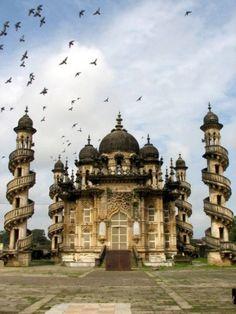 http://ghostlywatcher.tumblr.com/post/147086584155/mahabat-maqbara-palace-india