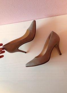 Kaufe meinen Artikel bei #Kleiderkreisel http://www.kleiderkreisel.de/damenschuhe/hohe-schuhe/113315030-graue-elegante-pumps-bequem-grey-absatz