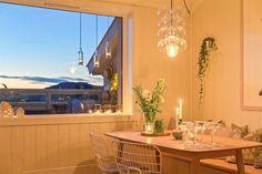 (3) BO HØYT OG FRITT I EKEBERGSKRENTEN: Nydelig 2-roms med 15,6 kvm vestvendt takterrasse med rå utsikt! - Lekre detaljer - Mulighet for P-plass - Lave f.kost - Nærhet til marka og sentrum! | FINN.no Fritters, Real Estate, Table Decorations, Furniture, Home Decor, Rome, Fried Dumplings, Homemade Home Decor, Real Estates