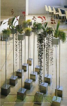 planting stand Rebar in cement might be something to create - Tillandsie - Orchidee Cement Art, Concrete Pots, Concrete Crafts, Concrete Projects, Concrete Planters, Concrete Ring, Beton Design, Concrete Design, Papercrete