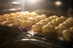 La meilleure recette de Chouquettes maison! L'essayer, c'est l'adopter! 0.0/5 (0 votes), 0 Commentaires. Ingrédients: 2 oeufs 50 gr de beurre 75 gr de farine 30 gr de sucre en grains 20 cl d'eau 1 pincée de sel