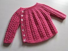 ♥Lisa`s verden♥: Snoningstrøje Knitting For Kids, Crochet For Kids, Baby Knitting Patterns, Sewing For Kids, Diy Crochet, Baby Barn, Baby Girl Sweaters, Diy Bebe, Crochet Basket Pattern
