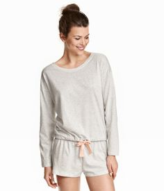 Pyjamas med topp og shorts | Lys gråmelert | Dame | H&M NO