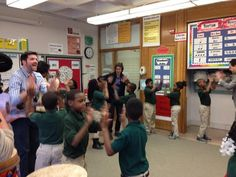@AUSLChicago  ·  1 h Hace 1 hora .@joshgroban helps Mr. Arvan's class rehearse for their performance today at @ChalmersSOE @TurnaroundArts #artsed