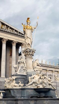 ❤ - Pallas-Athena Fountain in front of the Austrian Parliament Building.