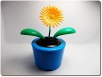NEW 3 SOLAR POWERED FLIP FLAP DANCING GERBER FLOWER/DAISY TOY CAR HOME OFFICE BLUE YELLOW PURPLE POT