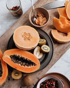 Let's talk PAPAYA. One of the most beautiful summer fruits that is also jam packed with health benefits. ....Let's just say I'm ok waking up to a spread like this :)⁣ #foodphotography #papaya #healthyfruit #healthyliving #healthyeating #eatyourfruit