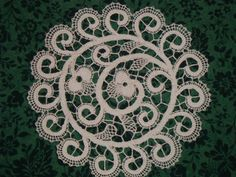 Cantu Lace Needle Lace, Bobbin Lace, Lacemaking, Plate, Hands, Quilts, Inspiration, Biblical Inspiration, Bobbin Lacemaking