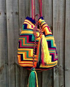 I can NEVER have enough of these babies! Love at first sight and still continues to be a summer staple:) Love Crochet, Crochet Baby, Knit Crochet, Mochila Crochet, Tapestry Crochet Patterns, Tapestry Bag, Boho Bags, Crochet Purses, Knitted Bags