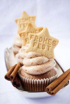 Zimt-Cupcakes mit Pflaumen-Frosting