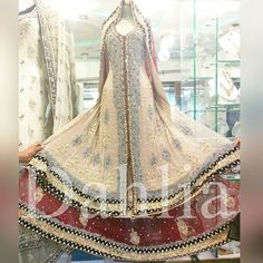 fabulous vancouver wedding Heavy bridal outfit Price. £650/- $1000/- with free shipping To order email at clothing.dahlia@gmail.com or dm #madetomeasure #bridal #bride #allechante #allthingsbridal #all_shots #canada #canadamakeup #canadamua #torontomua #torontowedding #torontoweddingplanner #toronto #vancouverbride #vancouver #pakistanstreetstyle #asianadornment #asiancouture #asiangirl  #vancouverwedding #vancouverwedding