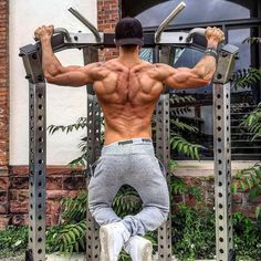Back Goals . @issam_santos . #active #bodybuilding #cardio #cleaneating #determination #diet #eatclean #exercise #fit #fitness #fitnessaddict #fitnessmodel #fitspo #getfit #gym #health #health #healthy #healthychoices #instagood #instahealth #lifestyle