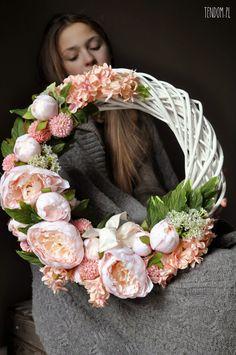 tenDOM... bo w domu najlepiej Diy Wreath, Door Wreaths, Cut Flowers, Silk Flowers, Willow Wreath, Easter Wreaths, Diy Projects To Try, Mosaic Art, Fall Wedding