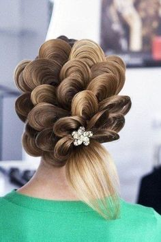 OMG that is a really cool flower hair do pretty Ladies ok | hair ...