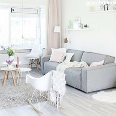 https://i.pinimg.com/236x/23/c3/98/23c3980b4fccd22f9a7b6cc3ea02068c--minimalist-living-rooms-living-room-ideas.jpg